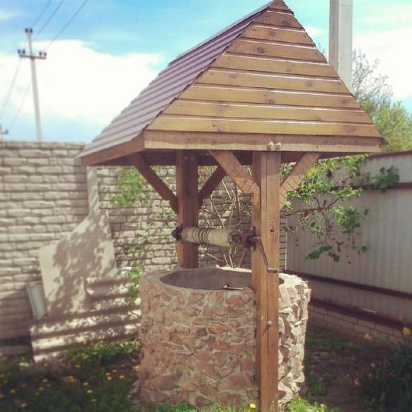 открытый колодезный домик