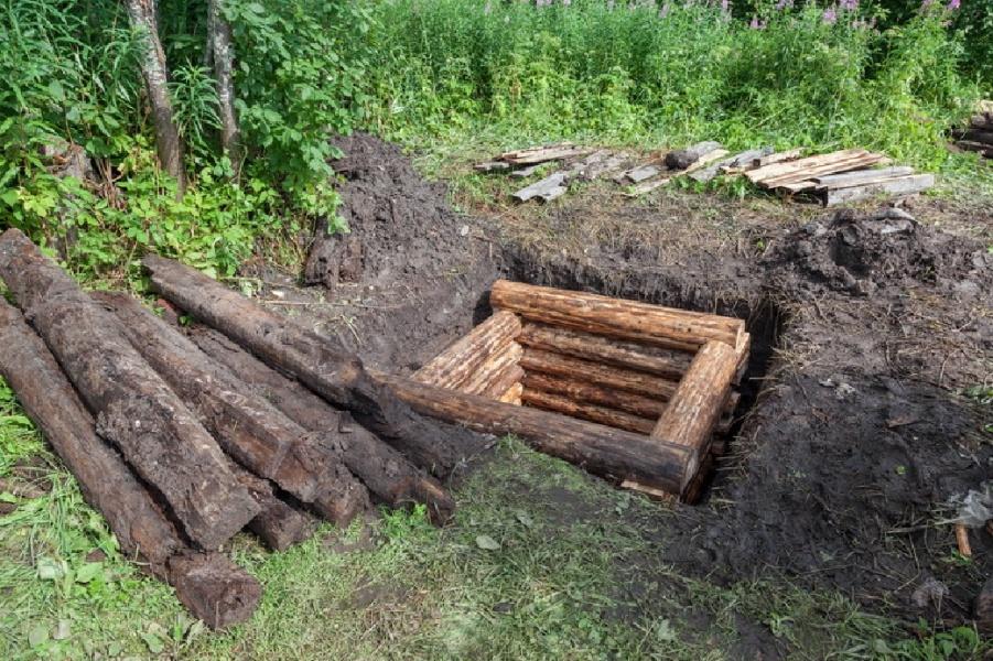 Деревянный колодезный сруб