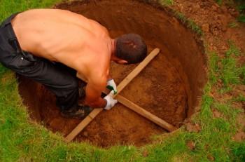 размечаем землю для копки колодца