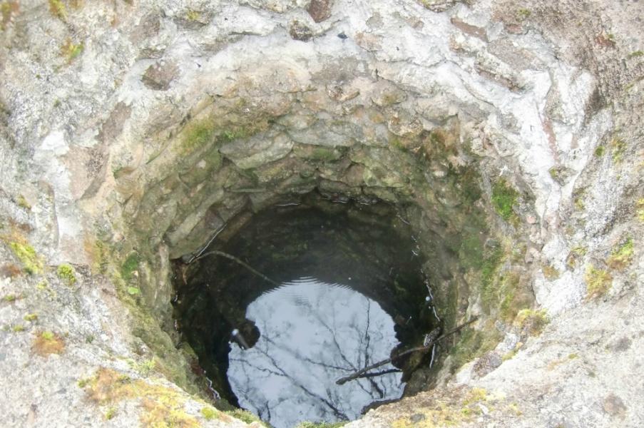 Каменная шахта для колодца